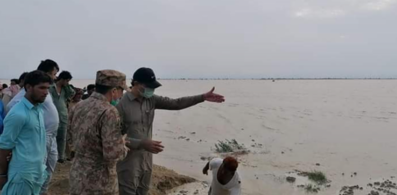 شدید بارشوں، سیلابی صورتحال میں متاثرہ افراد کوامداد دی جارہی ہے : پاک فوج