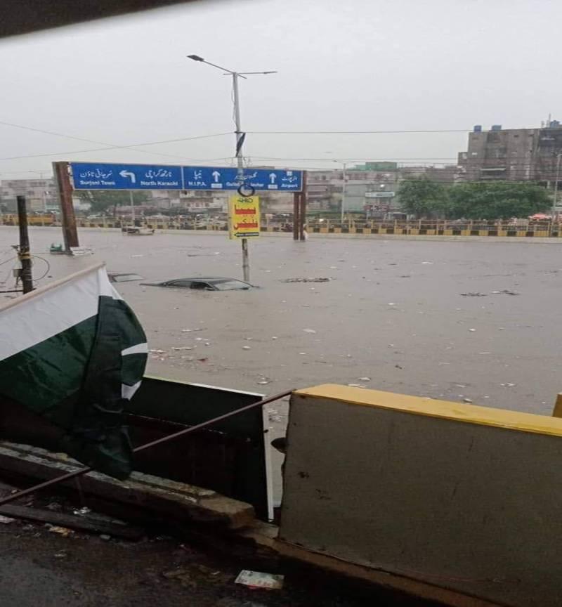 کراچی: بارش کے بعد ضلع وسطی اور غربی کا برا حال، پانی گھروں میں داخل