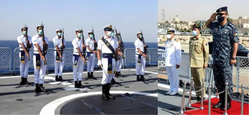پاک بحریہ کے جہاز پی این ایس ذوالفقار کا اردن کی بندرگاہ عقبہ کا دورہ