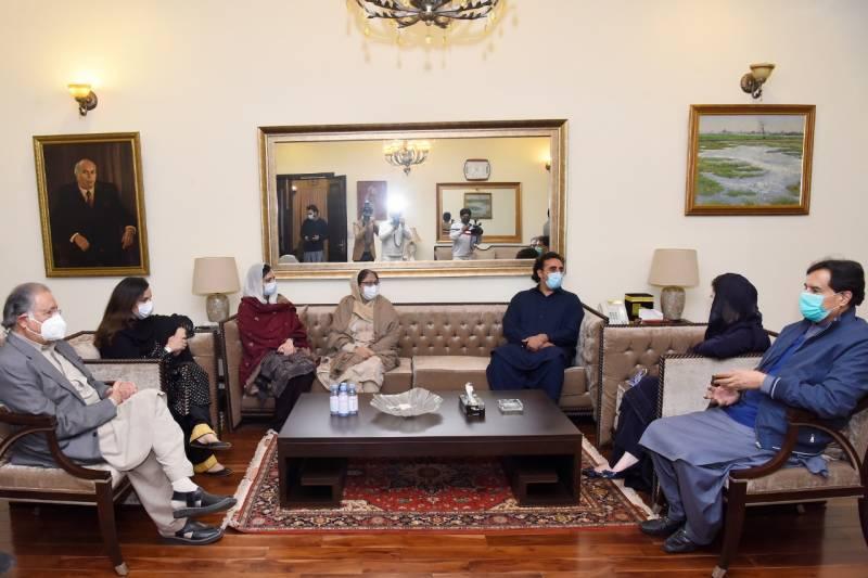 گڑھی خدا بخش میں جلسہ، رہنماؤں اور کارکنان کی آمد جاری، مسلم لیگ ن کی نائب صدر مریم نواز بھٹو ہاؤس پہنچ گئی