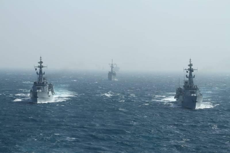 پاک بحریہ کی کثیر الملکی بحری مشق امن کے سلسلے کی ساتویں مشق 'امن 'کا انعقاد
