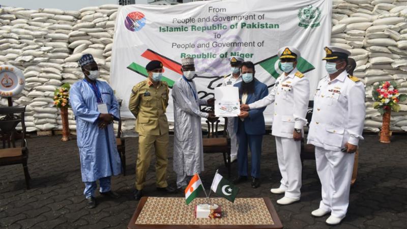 پاک بحریہ کے جہاز نصر نے نائیجر اور بینائن میں اشیاء خردونوش فراہم کی