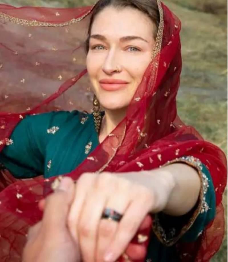 کینیڈین خاتون بائیکر نے پاکستانی بائیکر سے شادی کر لی