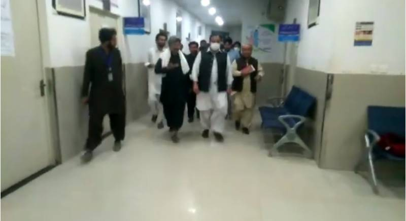 وزیر اعلی عثمان بزدار کے بغیر پروٹوکول جنوبی پنجاب کا دورہ، فرائض سے غفلت برتنے پر افسران عہدوں سے فارغ