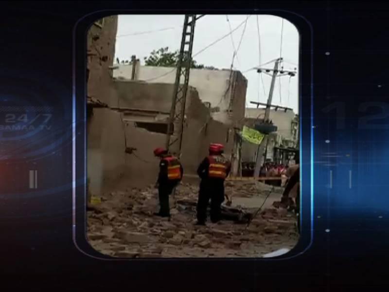 فیصل آباد: تیز آندھی کے باعث فیکٹری کی دیوار گر گئی، 2 افراد جاں بحق