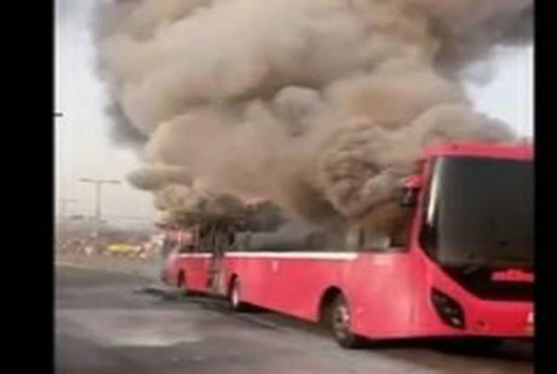 لاہور : میٹروبس میں لگی آگ گئی