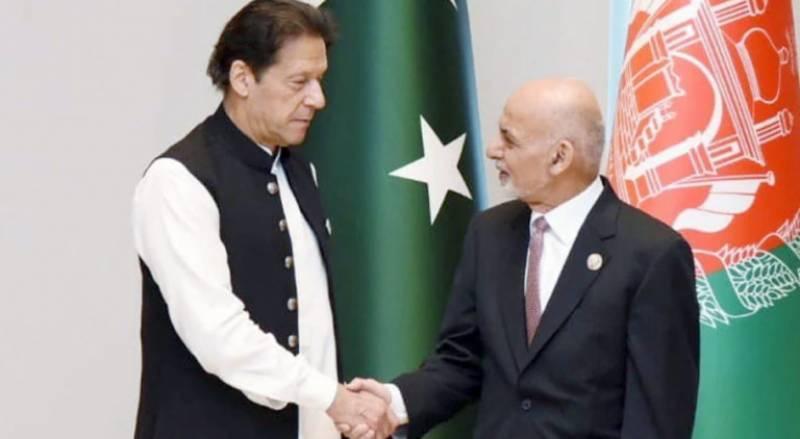 تاشقند کانفرنس کے دوران وزیراعظم عمران خان اور افغان صدر کی ملاقات