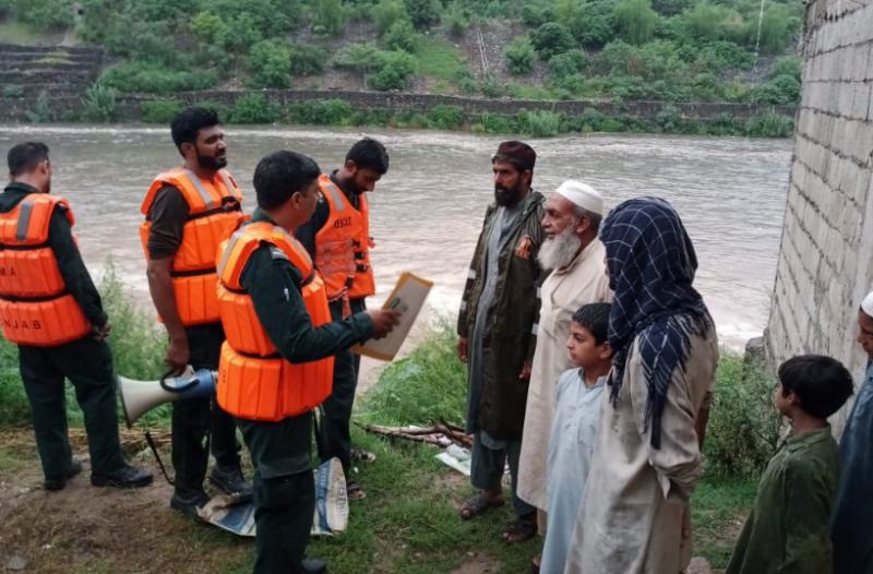 اسلام آباد میں بارش ، ریسکیو ٹیم کی نالے کے قریب رہنے والے لوگوں کو احتیاطی تدابیر اپنائیں کی اپیل
