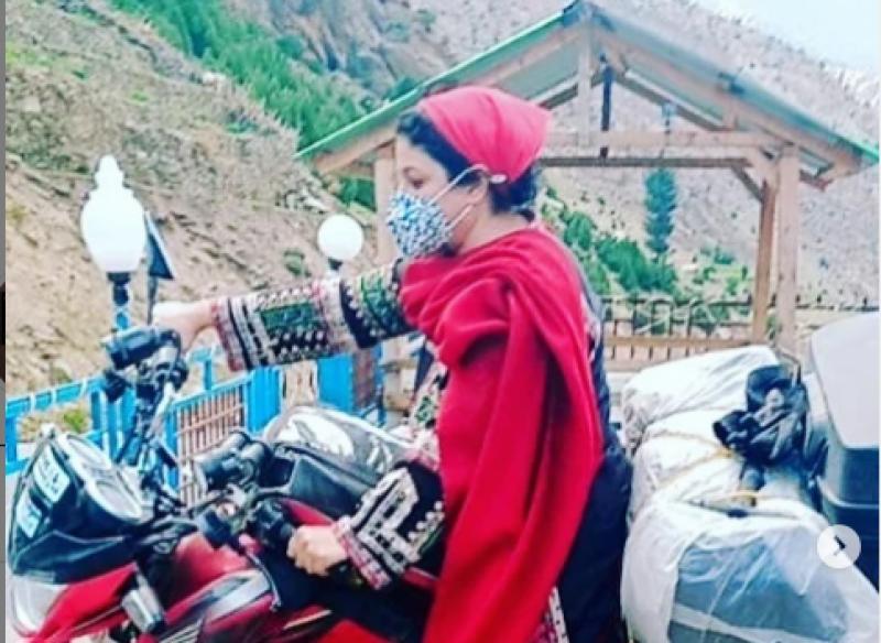 نادیہ جمیل موٹر بائیک پر ہنزہ کی سیر کی تصاویر وائرل