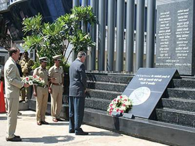 بھارت میں امریکہ کےسفیرٹموتھی روئمرنے پاکستان سے دہشتگردی کے خلاف جنگ میں ڈومور کا مطالبہ کیا ہے۔