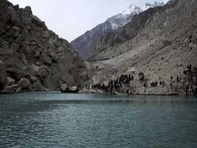 عطاء آباد جھیل میں پانی کی سطح مسلسل بلند ہونے سے اڑھائی ہزارافراد محصورہو کررہ گئے ۔