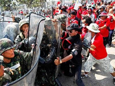 تھائی لینڈ میں فوج اورسرخ پوش مظاہرین میں جھڑپیںچوتھے روز بھی جاری ہیں