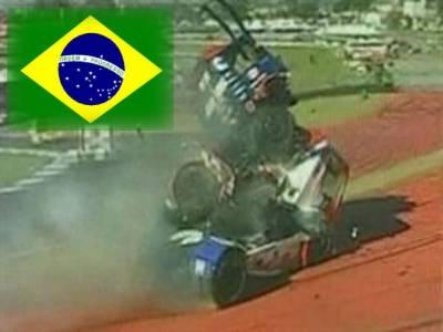 برازیل میں ہونے والی فارمولا ٹرک ریس میں دو ٹرک بری طرح سے ایک دوسرے کے ساتھ ٹکرا گئے، دونوں ٹرک ڈرائیورز معجزانہ طور پر محفوظ رہے۔