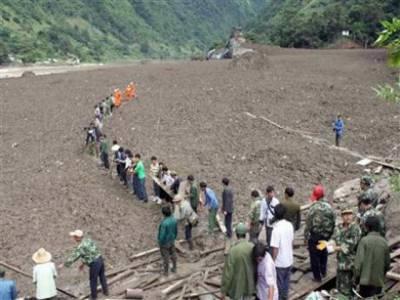 چین میں مٹی کا تودہ گرنے سے ہلاک ہونے والوں کی تعدادبارہ ہو گئی جبکہچھتیس بدستورلاپتہ ہیں ۔