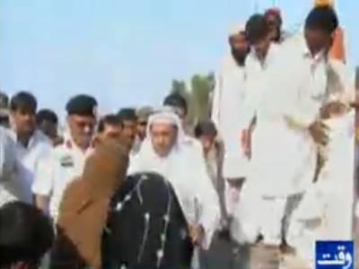 سعودی سفیرنےشکارپورمیں سیلاب سے متاثر افراد کے کیمپ کا دورہ کیا اورمتاثرین میںامدادی اشیاء تقسیم کیں۔