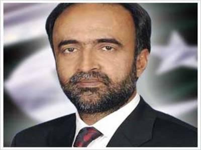 وفاقی وزیر اطلاعت و نشریات قمر زمان کائرہ نے کہا ہے کہ ہم عدالتوں سے نہیں عدالتوں میں لڑتے ہیں اسی سے جمہوریت کے سوتے پھوٹتے ہیں۔