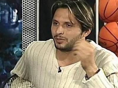 پاکستان کرکٹ بورڈ نے قومی ٹیم کی سلیکشن اور سپاٹ فکسنگ سکینڈل کے بارے میں بیان بازی کرنے پرکپتان شاہد آفریدی کو شوکاز نوٹس جاری کردیا ہے۔