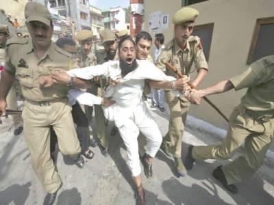مقبوضہ کشمیرمیں بھارتی فوجیوں نے ریاستیدہشتگردی کی تازہ کارروائی کے دوران مزید تین بے گناہ کشمری نوجوانوںکو شہید کردیا۔