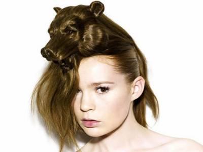 بالوں کو خوبصورتی اور نت نئے اسٹائل سے سنوارنا دنیا بھر میں خواتین کا پسندیدہ ترین مشغلہ ہے لیکن یورپی خواتین میں بالوں کو ایک منفرد اور اچھوتے انداز سے سنوارنے کا رحجان بڑھ رہا ہے