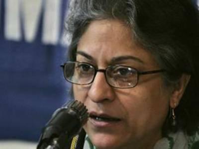 سپریم کورٹ بارایسوسی ایشن کی صدرعاصمہ جہانگیر نے کہا ہے کہ کھوکھلی حکومت، کڑوی عدلیہ اور ظالم عوام ہی پاکستان کا مقدربن کر رہ گئے ہیں۔