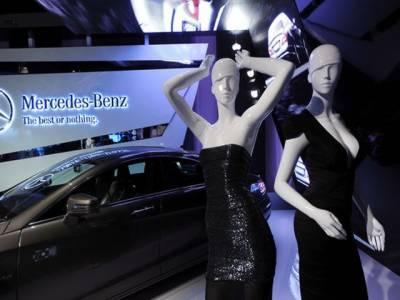 نیویارک میں رنگ ونور کی روشنی میں مرسڈیز بینز فیشن ویک کا آغاز ہوگیا