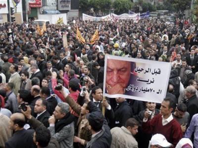 مصری صدرحسنی مبارک کےاقتدار نہ چھوڑنے کے اعلان کے بعد حکومت مخالف مظاہرین نے صدارتی محل کی طرف مارچ شروع کردیا ۔