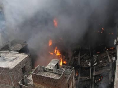 شاہ عالمی مارکیٹ لاہور میں آتشزدگی کے بعد ملبہ اُٹھانے کےدوران آج صبح تین لاشیں برآمد ہوئی