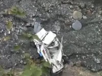 بھارت میں باراتیوں کی گاڑی گہری کھائی میں گرنے سے کم سے کم چونتیس افراد ہلاک ہوگئے۔