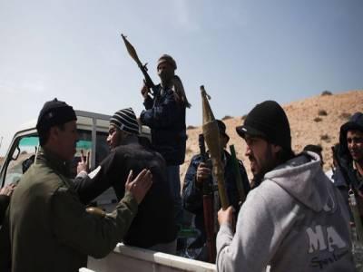 لیبیا میں حالات بدستور کشیدہ ہیں،فضائیہ نے راس النوف پر بمباری کی ہے جس کےنتیجے میں تیل کی تنصیبات میں آگ بھڑک اٹھی