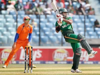 ورلڈ کپ کرکٹ کے بتیسویں میچ میں ہالینڈ کے ایک سو اکسٹھ رنز ہدف کے تعاقب میں بنگلہ دیش کی بیٹنگ جاری ہے۔