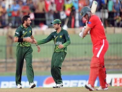 کرکٹ ورلڈ کپ میں زمبابوے کی ٹیم پاکستان کے خلاف بیٹنگ کر رہی ہے، بارش کے باعث کھیل کو تینتالیس اوورز تک محدود کر دیا گیا