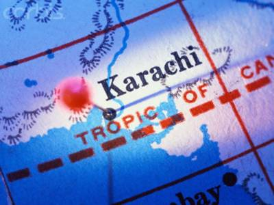 کراچی کے علاقے گھاس منڈی میں جوئے کے اڈے کے قریب دھماکے میں پندرہ افراد جاں بحق اورتیس سے زائد زخمی ہوگئے