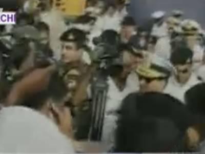 پی این ایس ذوالفقارصومالی قذاقوں سے رہائی پانے والےبائیس افرادکولے کر کراچی پورٹ پہنچ گیا