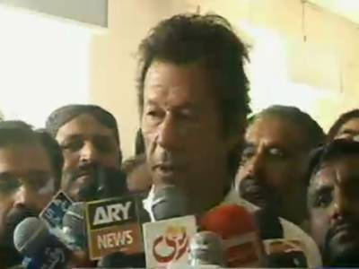 تحریک انصاف کے چیئرمین عمران خان نے کہا ہے کہ نوازشریف ووٹرزکوخوش کرنے کیلئے زرداری کے خلاف بیانات دے رہے ہیں
