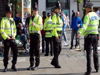 برطانیہ کے مختلف شہروں میں چوتھے روز بھی کشیدگی برقرار۔ لندن پولیس نے لوٹ مار اور ہنگامہ آرائی میں ملوث بارہ افراد کی تصاویر جاری کردیں۔