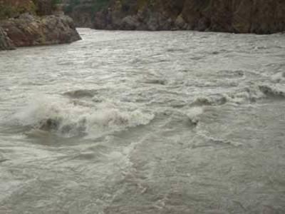 بھارت سے چھوڑے گئے پانی کی وجہ سے دریائے ستلج میں درمیانے درجے کے سیلاب سےدرجنوں دیہات زیر آب آ گئے ہیں جبکہ لوگوں کو حفاظتی مقامات پر منتقل کیا جا رہا ہے