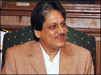 گورنر سندھ ڈاکٹر عشرت العباد صدر زرداری سے اہم ملاقات کے لیے اسلام آباد پہنچ گئے