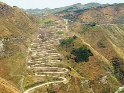 چین میں زِگ زیگ کار ریسنگ شروع ہوگئی،مقابلے میں مختلف ممالک کے بیس سے زائد کار ریسر شرکت کررہے ہیں۔