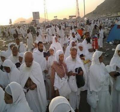 سعودی عرب میں مناسک حج کی ادائیگی جاری ہے۔ حجاج کرام منٰی میں رمی کے بعد قربانی اداکررہے ہیں۔آج طواف وسعی بھی کی جائے گی۔