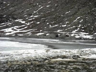 محکمہ موسمیات کے مطابق آئندہ چوبیس گھنٹوں کے دوران ملک کے زیادہ تر علاقوں میں موسم خشک اور سرد رہے گا۔
