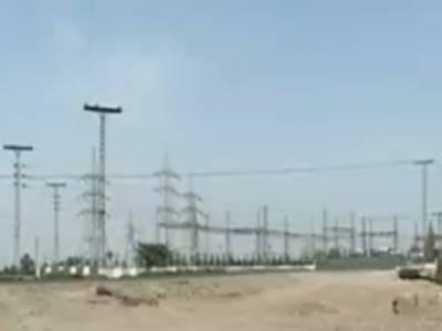 ملک بھرمیں بجلی کا بحران جاری ہے اور شارٹ فال چار ہزار آٹھ سو میگاواٹ تک پہنچنے کے بعد لوڈ شیڈنگ دورانیہ بھی بڑھ گیا ہے۔