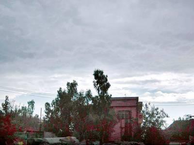 ملک کے زیادہ ترعلاقوں میں موسم خشک، تاہم کشمیر اور گلگت بلتستان میں چند ایک مقامات پر گرج چمک کے ساتھ ہلکی بارش کا امکان ہے۔