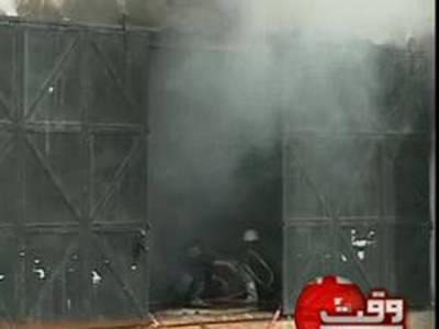 کراچی کے علاقے پاک کالونی میں واقع فیکٹری میں لگنے والی آگ پردوگھنٹے کی کوشش کے بعد قابوپالیا گیا