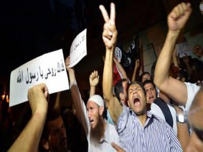 مصر نے فلم کی تیاری میں مدد کرنے پرامریکی پادری ٹیری جونزسمیت آٹھ افرادکے وارنٹ گرفتاری جاری کردئیے ہیں۔