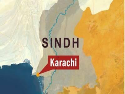 کراچی میں موٹر سائیکل بم دھماکے میں دو افراد جاں بحق جبکہ پندرہ زخمی ہوگئے۔