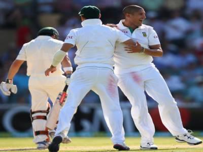 آسڑیلیا اور جنوبی افریقہ کے درمیان دوسرے ٹیسٹ میچ کے تیسرے روز کھیل کے اختتام پر آسٹریلیا نے پانچ وکٹوں کے نقصان پر ایک سو گیارہ بنالیے۔