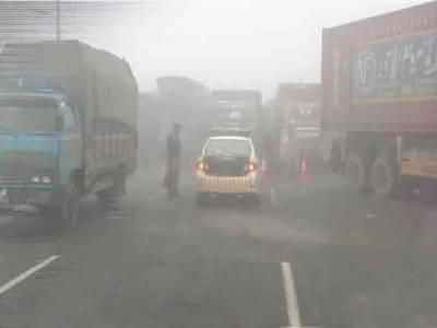 دھند میں کمی کے بعد لاہور سے پنڈی بھٹیاں انٹر چینج تک بند موٹروے کو کھول دیا گیا۔