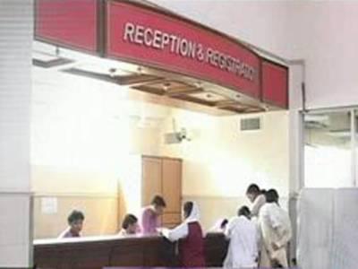 پنجاب حکومت اور ینگ ڈاکٹرز ایک بار پھر آمنے سامنےآگئے۔ ڈاکٹرز نے لاہور سمیت پنجاب بھر کے ہسپتالوں کے آوٹ ڈور بند کر دیے. مریض شدید پریشان۔