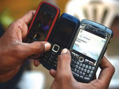 نئی تحقیق کے مطابق ایک موبائل فون سیٹ میں کسی بھی بیت الخلاء کے نل سے اٹھارہ گناہ زیادہ جراثیم ہوتے ہیں جو مختلف بیماریوں کاسبب بنتے ہیں.