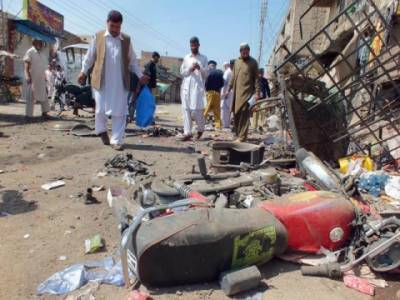 بنوں میں تھانہ صدر کے قریب خودکش دھماکے میں دوافراد جاں بحق اورآٹھ اہلکار زخمی ہوگئے